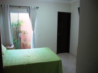 Uberlândia: Apto. térreo com o conforto casa, (área externa e 3 jd. inverno). 2
