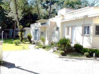 Residência LINEAR em Condomínio - 4 suites - Área construída : 610 m². - Terreno (útil): 2.500 m²