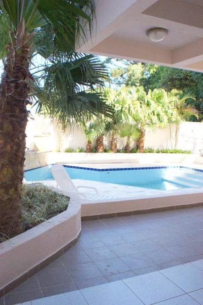 Curitiba: Residência em condomínio - Ampla área verde- Acesso fácil à todas as regiões - PISCINA c/cascata 26