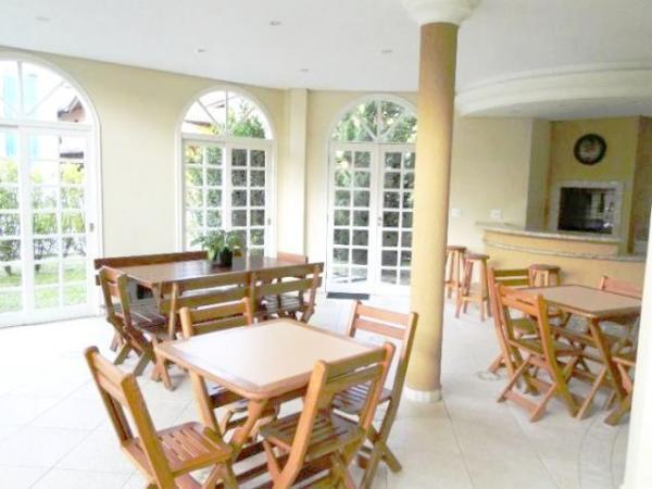 Curitiba: Em Condomínio com 40.000m². - Próx. Parque Tanguá - 4 Suites - Piscina privativa 15