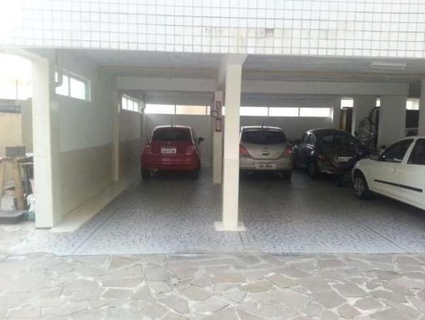 Curitiba: Apartamento em rua calma - Próx. Praça 29 de Março - Desocupado - 2 Garagens grandes. 12