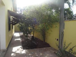 São Gonçalo: Casa em Itaipuaçú, 2 quartos, suíte, aceita FGTS 12