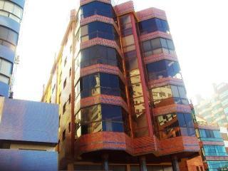Capão da Canoa: Parcelamos em 8x - A-31 - Apto, 1D, churr, prédio em frente à Praça do Farol, na Rua Guaraci