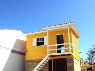 Capão da Canoa: Parcelamos em 8x - C-190 - VISTA PRO MAR! Casa, 1D, box pra carro, a 30 metros do mar, no bairro Arco-Íris