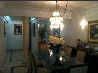 Vitória: Apartamento em Praia do Canto ES, 4 quartos, 4 suítes, 200m2, Sol da manhã, frente, armários embutidos, varanda, 3 vagas de garagem, elevador, piscina, salão de festas 5