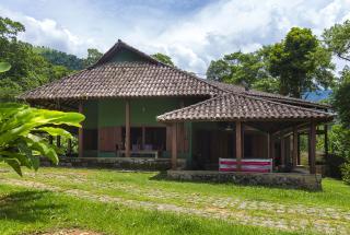Casa com 400 m² e terreno de 20.000 m²