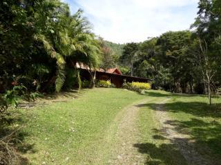 Biritiba-Mirim: Lindo Sitio com ótima topografia e e frente para o asfalto 3