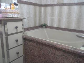 Vitória: Apartamento para venda em Jardim da Penha ES, 4 quartos, suíte, 200m2, Sol da manhã, frente, varanda, armários embutidos, dependência de empregada, 2 vagas de garagem 24