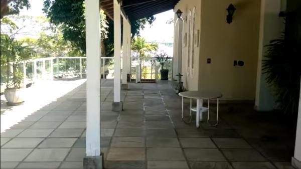 Vitória: Casa em Cachoeiro de Itapemirim ES, 4 quartos, suíte, 270m2, Sol da manhã, frente, armário embutidos, 5 vagas de garagem, piscina 25