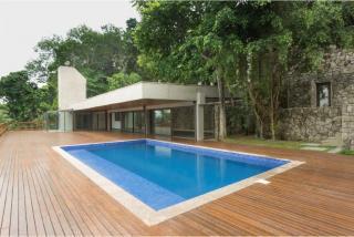 São Paulo: Luxuosa Villa em Guarujá com 5 suítes e área construída de 1.100 m², no Condomínio Península 2