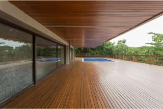 São Paulo: Luxuosa Villa em Guarujá com 5 suítes e área construída de 1.100 m², no Condomínio Península 3