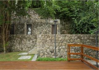 São Paulo: Luxuosa Villa em Guarujá com 5 suítes e área construída de 1.100 m², no Condomínio Península 6