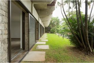 São Paulo: Luxuosa Villa em Guarujá com 5 suítes e área construída de 1.100 m², no Condomínio Península 8