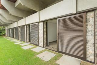 São Paulo: Luxuosa Villa em Guarujá com 5 suítes e área construída de 1.100 m², no Condomínio Península 9