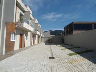 Itanhaém: Lindo sobrado em condomínio fechado em Itanhaém com excelente localização !!! 5