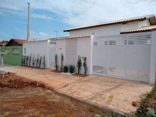 Casa com piscina e churrasqueira, LOTE INTEIRO, financiamento direto com o construtor