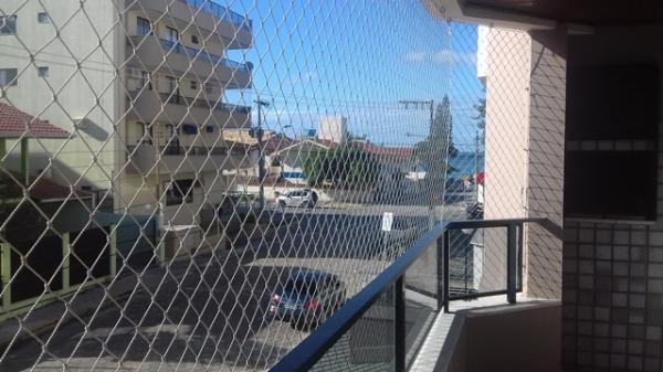 Bombinhas: - Apartamento com 03 Dormitórios, Sendo: (1º Piso de Frente - Apto 108) 1