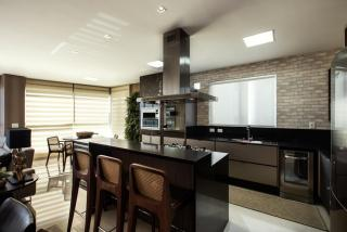 Balneário Camboriú: Apartamento com 4 suítes com 3 vagas de garagem, empreendimento com área de lazer completa 2