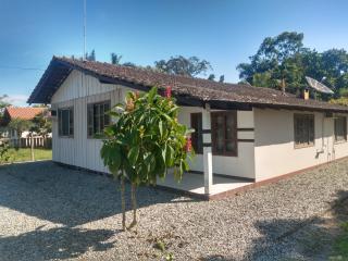 Barra Velha: Chácara com 2500m² com pomar, árvores frutíferas, área verde de pastagem com mais uma casa de 3 quartos 1