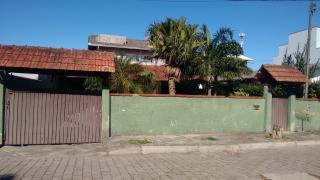 Navegantes: Casa 03 dormitórios sendo uma suíte pátio com piscina Navegantes Centro 1