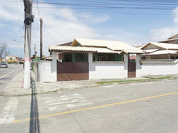 Maricá: Guaratiba-Maricá, Bairro De Praia, Imóvel De Esquina C/2 Qtos (Sendo 1 Suíte). 1
