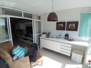 Vitória: Apartamento para venda em Enseada do Suá, Vitória ES, 3 quartos, 2 suítes, 130m2, Sol da manhã, varanda, dependência de empregada, elevador, piscina, salão de festas,  4 vagas de garagem 4