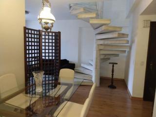 Niterói: Cobertura para Venda, Niterói / RJ, bairro Icarai, 4 dormitórios, 2 suítes, 3 banheiros, 1 vaga de garagem, área construída 240 m² AMA2057 2