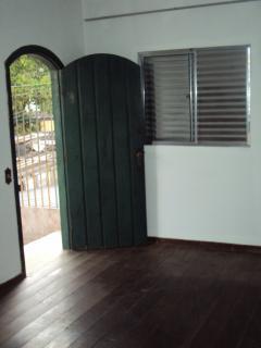 São Paulo: Alugo quarto, cozinha, banheiro e quintal independente em ambiente familiar. 2