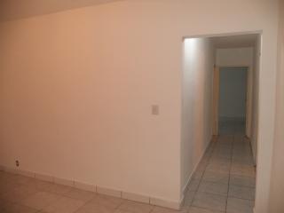 Porto Alegre: Apartamento com 2 dormitórios. 4