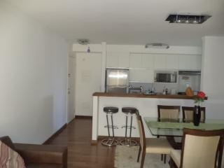 São Paulo: Apartamento novo, 4 dormitórios, sendo 1 suíte, com armários embutidos em todos os cômodos, varanda com churrasqueira; 2 vagas + depósito 3