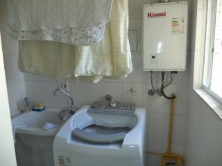 São Paulo: Apartamento novo, 4 dormitórios, sendo 1 suíte, com armários embutidos em todos os cômodos, varanda com churrasqueira; 2 vagas + depósito 5
