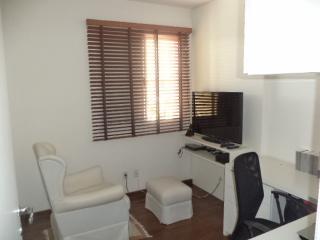 São Paulo: Apartamento novo, 4 dormitórios, sendo 1 suíte, com armários embutidos em todos os cômodos, varanda com churrasqueira; 2 vagas + depósito 6