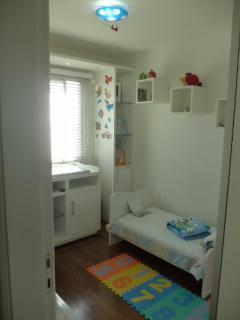 São Paulo: Apartamento novo, 4 dormitórios, sendo 1 suíte, com armários embutidos em todos os cômodos, varanda com churrasqueira; 2 vagas + depósito 7