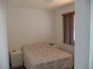 São Paulo: Apartamento novo, 4 dormitórios, sendo 1 suíte, com armários embutidos em todos os cômodos, varanda com churrasqueira; 2 vagas + depósito 8