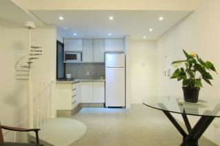 São Paulo: Apartamento duplex mobiliado com varanda e vaga coberta 1