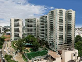 Vitória: Alto Luxo; 4 quartos, sendo todos suítes, área útil de 360 m², Frente, sol da manhã, com + de 25 itens de lazer 1