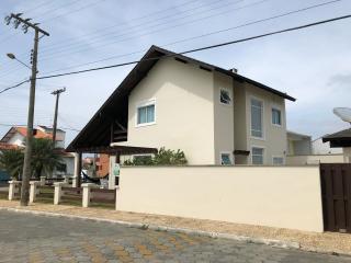 São Francisco do Sul: Vendo Casa na praia de Itaguaçu em São Francisco do Sul, a 140mt do mar, ótima localização 3 quartos 2 vagas de garagem 2
