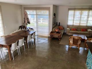 São Francisco do Sul: Vendo Casa na praia de Itaguaçu em São Francisco do Sul, a 140mt do mar, ótima localização 3 quartos 2 vagas de garagem 3