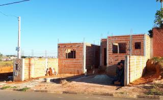 Cerquilho: Obra adiantada, 2 casas geminadas em lote no Centro de Cerquilho, terreno de 275m2 1