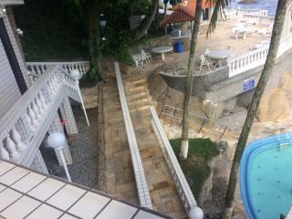 São Vicente: Apto na Ilha Porchat, frente ao mar, cozinha mobiliada, ar cond. salão de festas, churrasqueira 6