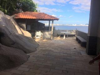 São Vicente: Apto na Ilha Porchat, frente ao mar, cozinha mobiliada, ar cond. salão de festas, churrasqueira 8