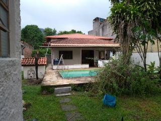 Niterói: Casa padrão térrea com piscina grande 1