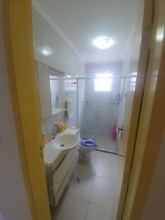 Santos: Apartamento 2 quartos, suite e WC social, reformado, garagem demarcada, bx condominio, bem localizado 6