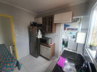 Santos: Apartamento 2 quartos, suite e WC social, reformado, garagem demarcada, bx condomínio 2