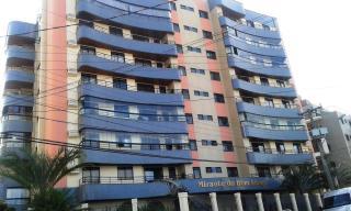 Florianópolis: Amplo apartamento padrão, andar alto com vista panorâmica para o mar, varanda com churrasqueira, 4 quartos, 1 suíte, 3 banheiros, 2 garagens, playground, salão de festas, sala gourmet, sala de jogos,  1