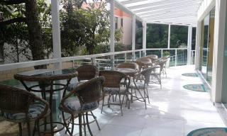 Florianópolis: Amplo apartamento padrão, andar alto com vista panorâmica para o mar, varanda com churrasqueira, 4 quartos, 1 suíte, 3 banheiros, 2 garagens, playground, salão de festas, sala gourmet, sala de jogos,  4
