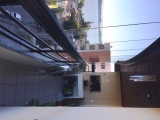 Florianópolis: Amplo apartamento padrão, andar alto com vista panorâmica para o mar, varanda com churrasqueira, 4 quartos, 1 suíte, 3 banheiros, 2 garagens, playground, salão de festas, sala gourmet, sala de jogos,  8