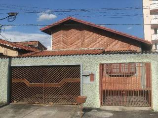 São José dos Campos: Casa  na segunda quadra do Bosque 1