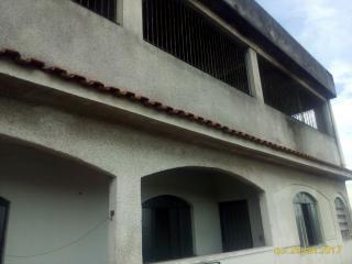 Volta Redonda: Excelente prédio de casas e loja no Eucaliptal 2